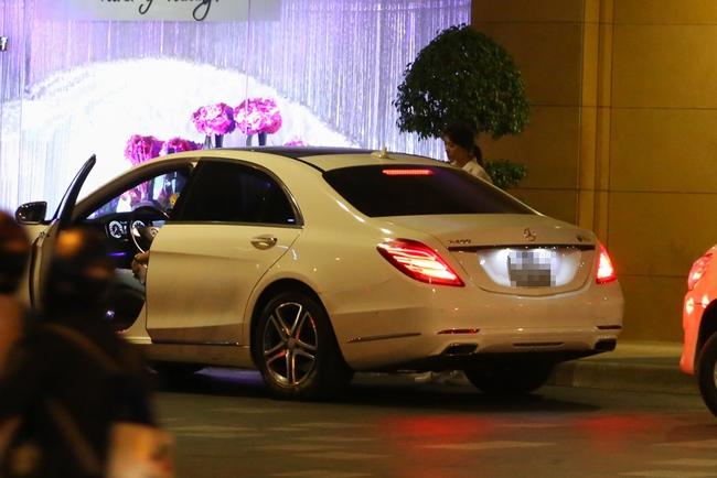Bắt gặp Trấn Thành và Hari Won bị hỏng xe giữa đường lúc nửa đêm - Ảnh 1.