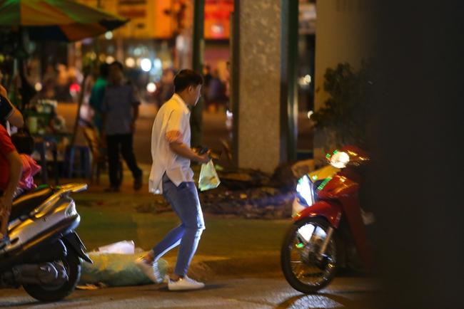 Bắt gặp Trấn Thành và Hari Won bị hỏng xe giữa đường lúc nửa đêm - Ảnh 4.