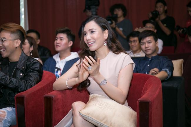 Học trò bật khóc khi nghe cô giáo Hồ Quỳnh Hương gợi lại kỉ niệm cũ - Ảnh 4.