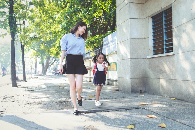 Trà Ngọc Hằng bất ngờ bỏ sexy để làm mẹ đơn thân - Ảnh 4.