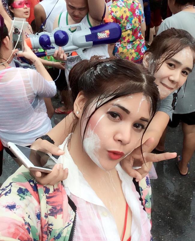 Ngắm mãi không hết trai xinh gái đẹp tại lễ hội té nước Songkran ở Bangkok! - Ảnh 12.