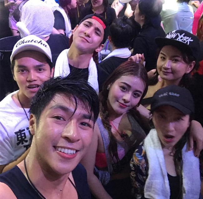 Ngắm mãi không hết trai xinh gái đẹp tại lễ hội té nước Songkran ở Bangkok! - Ảnh 16.
