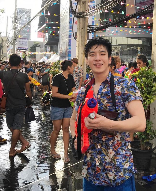 Ngắm mãi không hết trai xinh gái đẹp tại lễ hội té nước Songkran ở Bangkok! - Ảnh 5.