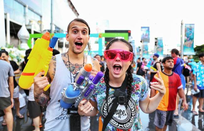 Ngắm mãi không hết trai xinh gái đẹp tại lễ hội té nước Songkran ở Bangkok! - Ảnh 6.