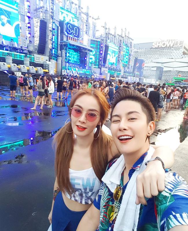 Ngắm mãi không hết trai xinh gái đẹp tại lễ hội té nước Songkran ở Bangkok! - Ảnh 4.