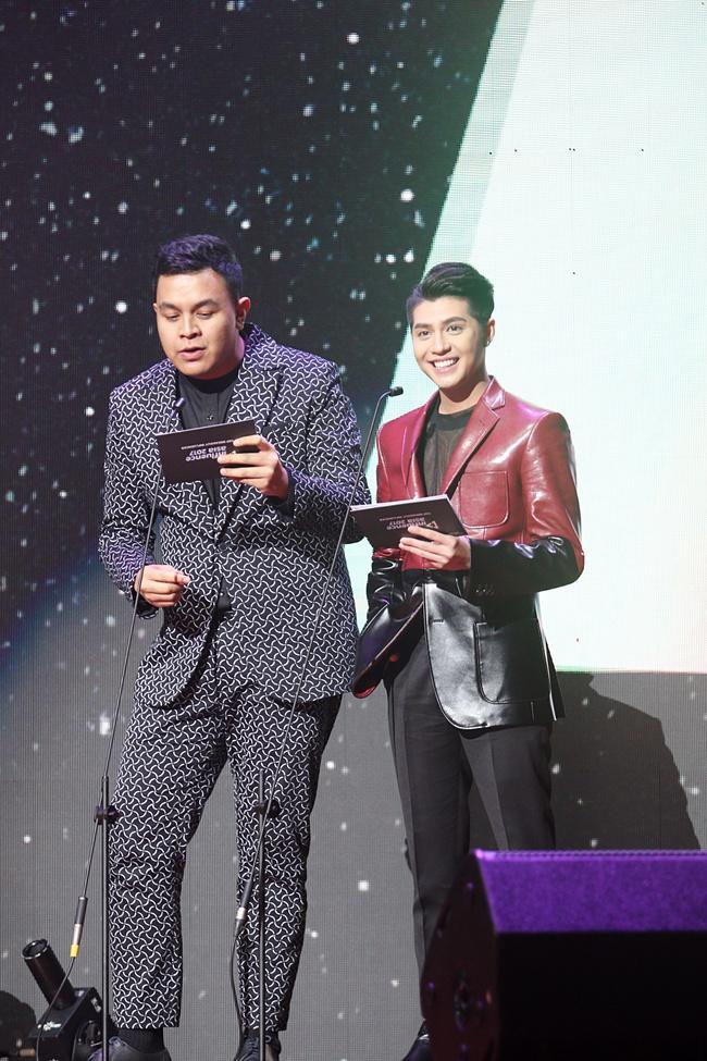 Noo Phước Thịnh khiến khán giả Việt nở mày nở mặt với phần biểu diễn tại Influence Asia 2017 - Ảnh 12.