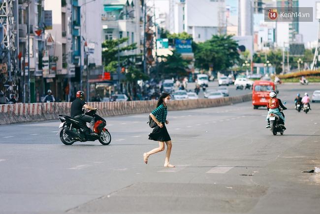 Có những ngày như thế: Sài Gòn không còi xe, khói bụi và không ùn tắc lúc 5 giờ chiều - Ảnh 4.