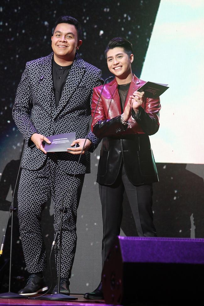 Noo Phước Thịnh khiến khán giả Việt nở mày nở mặt với phần biểu diễn tại Influence Asia 2017 - Ảnh 13.