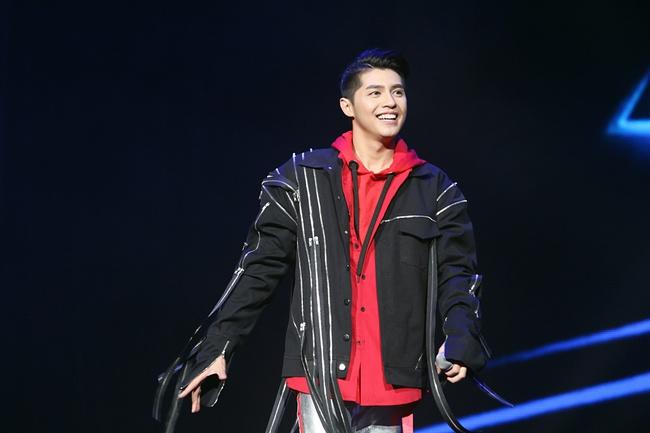Noo Phước Thịnh khiến khán giả Việt nở mày nở mặt với phần biểu diễn tại Influence Asia 2017 - Ảnh 6.