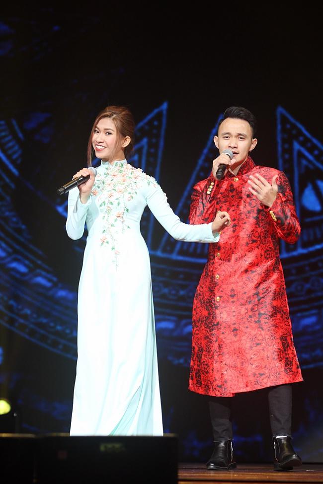 Noo Phước Thịnh khiến khán giả Việt nở mày nở mặt với phần biểu diễn tại Influence Asia 2017 - Ảnh 11.