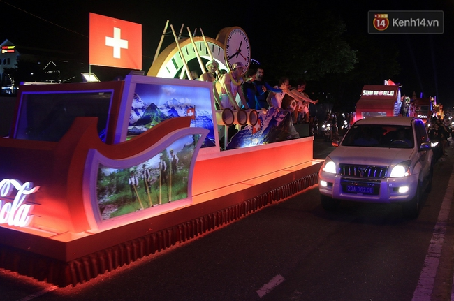 Hàng vạn người đổ ra đường hòa mình cùng lễ hội đường phố cực sôi động ở Đà Nẵng - Ảnh 16.