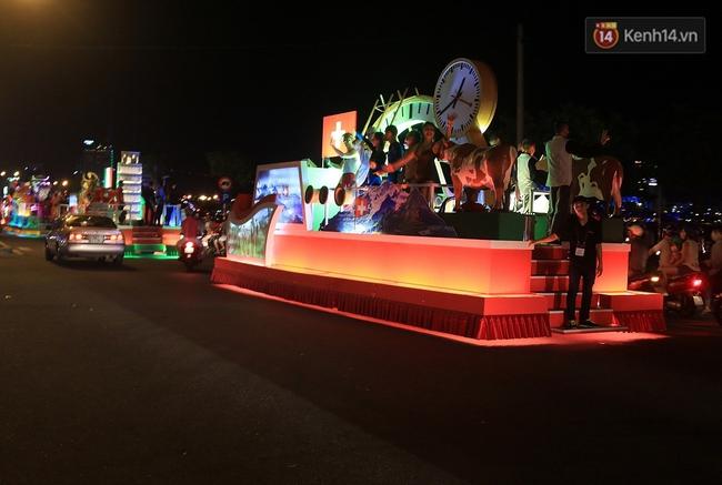 Hàng vạn người đổ ra đường hòa mình cùng lễ hội đường phố cực sôi động ở Đà Nẵng - Ảnh 6.