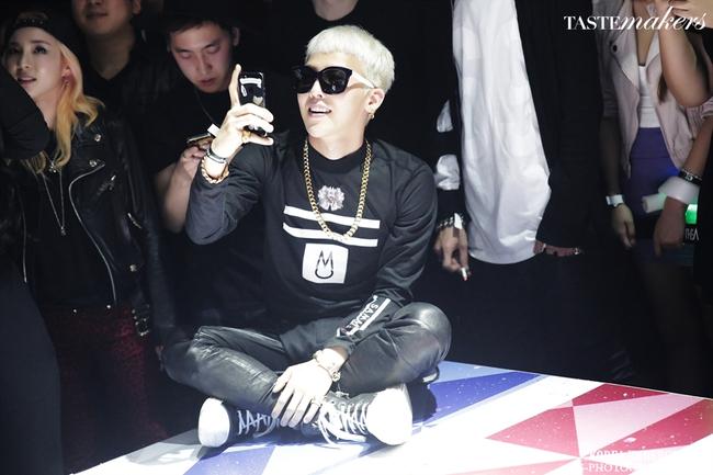 Nhìn G-Dragon và Dara mùi mẫn như thế này, trái tim fangirl làm sao mà không loạn nhịp cho được! - Ảnh 22.