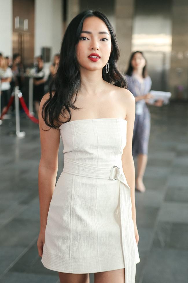 """Châu Bùi xinh xuất sắc, áp đảo cả diễn viên nữ chính phim """"Em Chưa 18"""""""