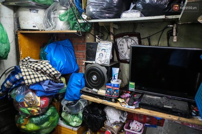 Cảnh sống ngột ngạt của hai mẹ con trong ngôi nhà 1m2 ở Sài Gòn, không nhà vệ sinh và nước sinh hoạt - Ảnh 10.