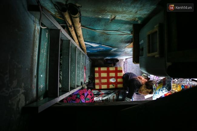Cảnh sống ngột ngạt của hai mẹ con trong ngôi nhà 1m2 ở Sài Gòn, không nhà vệ sinh và nước sinh hoạt - Ảnh 14.