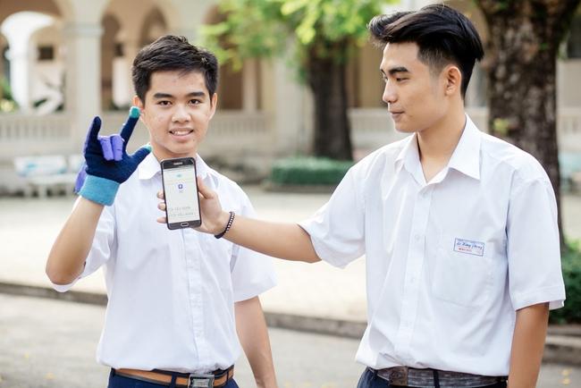 2 nam sinh 10X Sài Gòn chế tạo Găng tay chuyển ngữ giúp người câm điếc có thể nói chuyện bằng lời - Ảnh 9.
