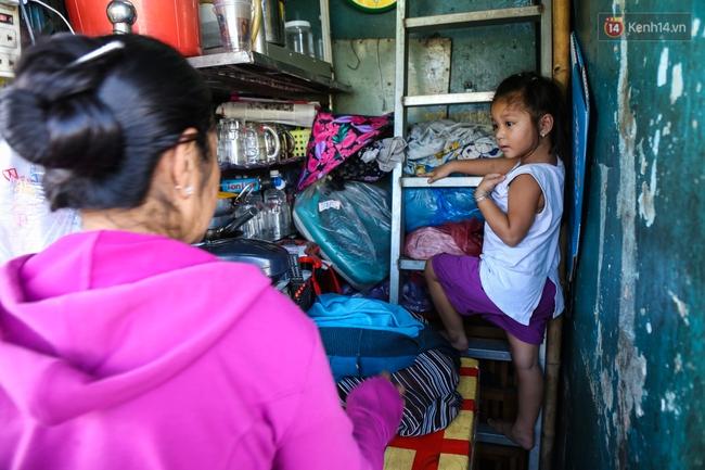 Cảnh sống ngột ngạt của hai mẹ con trong ngôi nhà 1m2 ở Sài Gòn, không nhà vệ sinh và nước sinh hoạt - Ảnh 4.