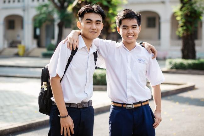2 nam sinh 10X Sài Gòn chế tạo Găng tay chuyển ngữ giúp người câm điếc có thể nói chuyện bằng lời - Ảnh 2.