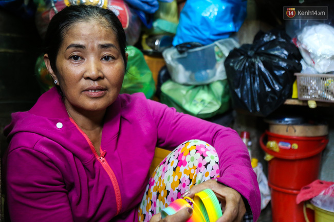 Cảnh sống ngột ngạt của hai mẹ con trong ngôi nhà 1m2 ở Sài Gòn, không nhà vệ sinh và nước sinh hoạt - Ảnh 8.