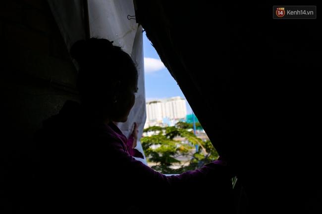 Cảnh sống ngột ngạt của hai mẹ con trong ngôi nhà 1m2 ở Sài Gòn, không nhà vệ sinh và nước sinh hoạt - Ảnh 12.
