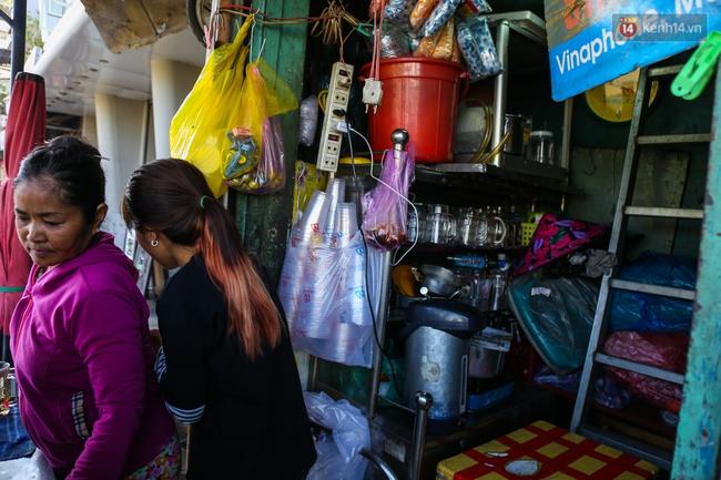 Cảnh sống ngột ngạt của hai mẹ con trong ngôi nhà 1m2 ở Sài Gòn, không nhà vệ sinh và nước sinh hoạt - Ảnh 3.
