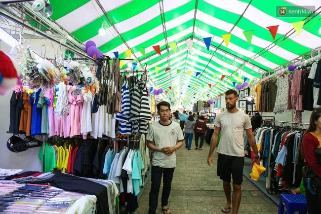 Trung tâm Sài Gòn chính thức khai trương khu phố bán hàng rong, khách đến nườm nượp - Ảnh 14.