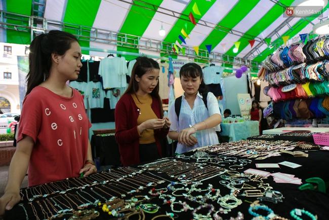 Trung tâm Sài Gòn chính thức khai trương khu phố bán hàng rong, khách đến nườm nượp - Ảnh 15.