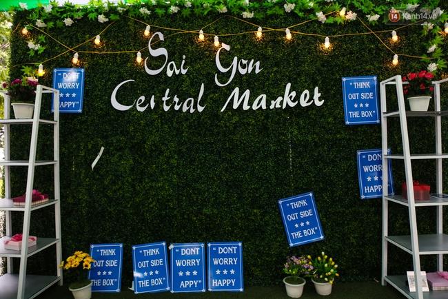 Trung tâm Sài Gòn chính thức khai trương khu phố bán hàng rong, khách đến nườm nượp - Ảnh 1.
