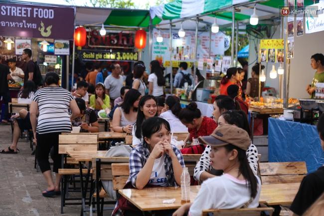 Trung tâm Sài Gòn chính thức khai trương khu phố bán hàng rong, khách đến nườm nượp - Ảnh 4.