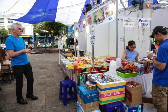 Trung tâm Sài Gòn chính thức khai trương khu phố bán hàng rong, khách đến nườm nượp - Ảnh 7.