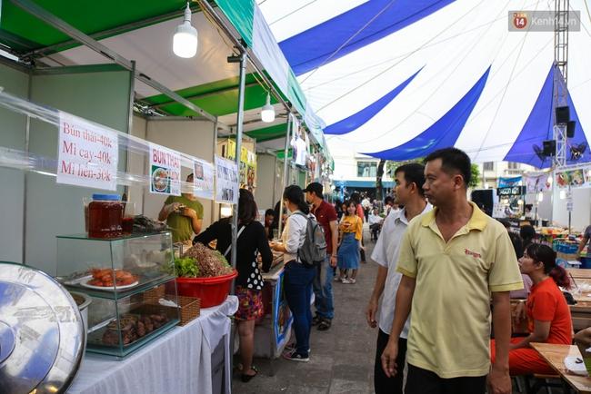 Trung tâm Sài Gòn chính thức khai trương khu phố bán hàng rong, khách đến nườm nượp - Ảnh 6.