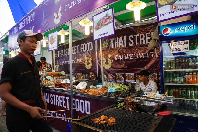 Trung tâm Sài Gòn chính thức khai trương khu phố bán hàng rong, khách đến nườm nượp - Ảnh 12.