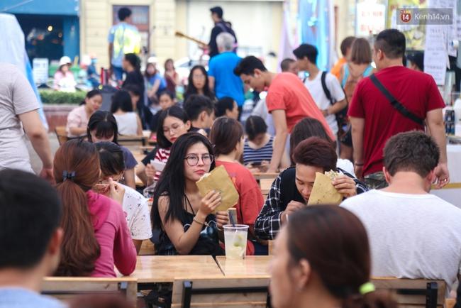 Trung tâm Sài Gòn chính thức khai trương khu phố bán hàng rong, khách đến nườm nượp - Ảnh 5.