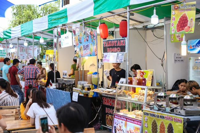 Trung tâm Sài Gòn chính thức khai trương khu phố bán hàng rong, khách đến nườm nượp - Ảnh 3.