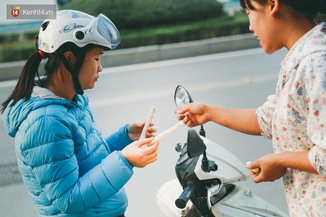 Bỏng gậy - Món quà quê dân dã của người Việt lại gây thích thú trên blog ẩm thực nước ngoài - ảnh 7