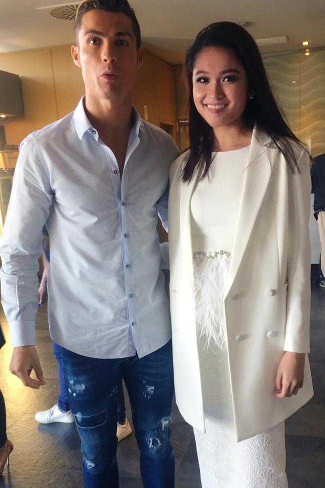 Á hậu Thuỳ Dung khoe nhan sắc bên danh thủ Cristiano Ronaldo - Ảnh 2.