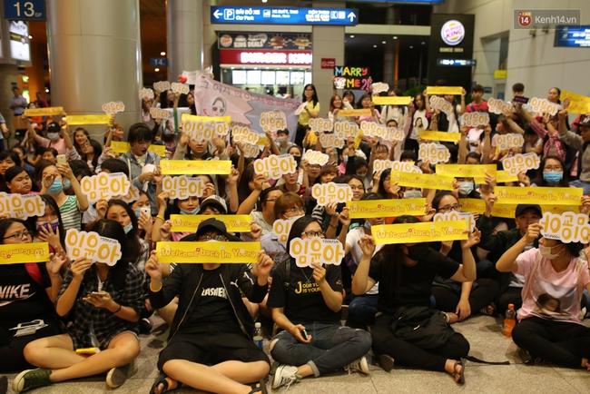 Loạt hình ảnh rõ mặt siêu hiếm hoi của Yoona khi vừa đến Việt Nam - Ảnh 14.