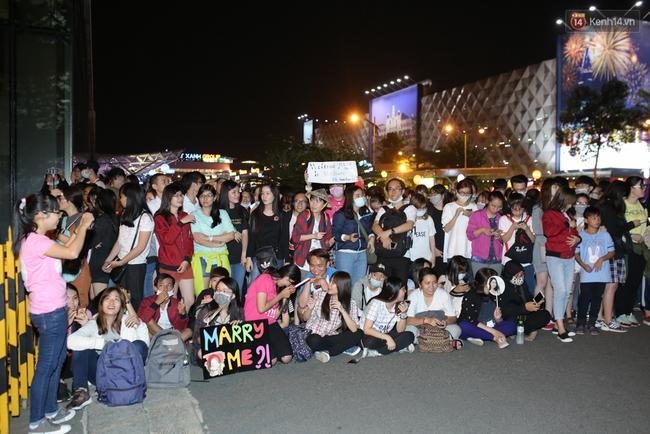 Loạt hình ảnh rõ mặt siêu hiếm hoi của Yoona khi vừa đến Việt Nam - Ảnh 18.