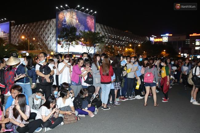 Loạt hình ảnh rõ mặt siêu hiếm hoi của Yoona khi vừa đến Việt Nam - Ảnh 19.
