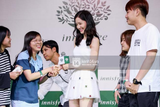 Clip: Fan Việt đồng thanh hát ca khúc debut của SNSD tặng Yoona - Ảnh 10.