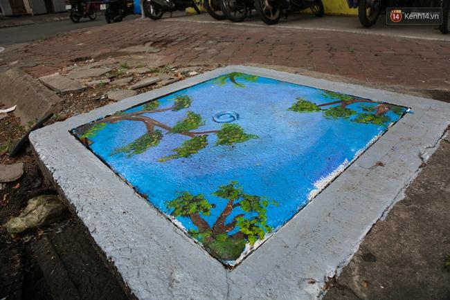 Nhìn những bức tranh trên nắp cống ở Sài Gòn đẹp như thế này, không ai nỡ xả rác nữa! - Ảnh 13.
