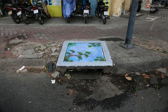 Nhìn những bức tranh trên nắp cống ở Sài Gòn đẹp như thế này, không ai nỡ xả rác nữa! - Ảnh 15.
