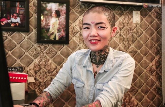 Cô gái cạo trọc và xăm kín đầu vì muốn lập kỉ lục người phụ nữ có nhiều hình xăm nhất Việt Nam - Ảnh 5.