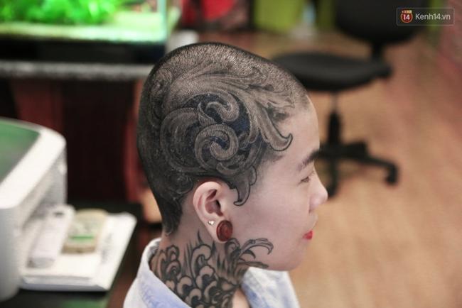 Cô gái cạo trọc và xăm kín đầu vì muốn lập kỉ lục người phụ nữ có nhiều hình xăm nhất Việt Nam - Ảnh 6.