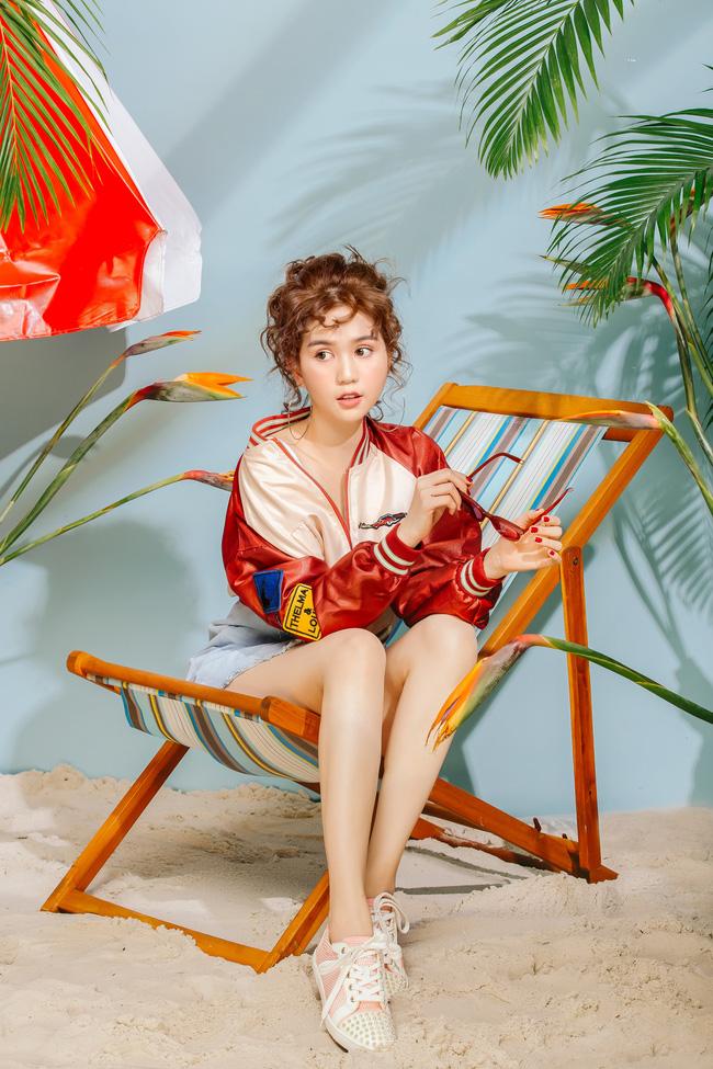 Đổi gió với tóc bà cô Hàn Quốc xoăn tít, Ngọc Trinh vẫn không có dấu hiệu già đi - Ảnh 3.