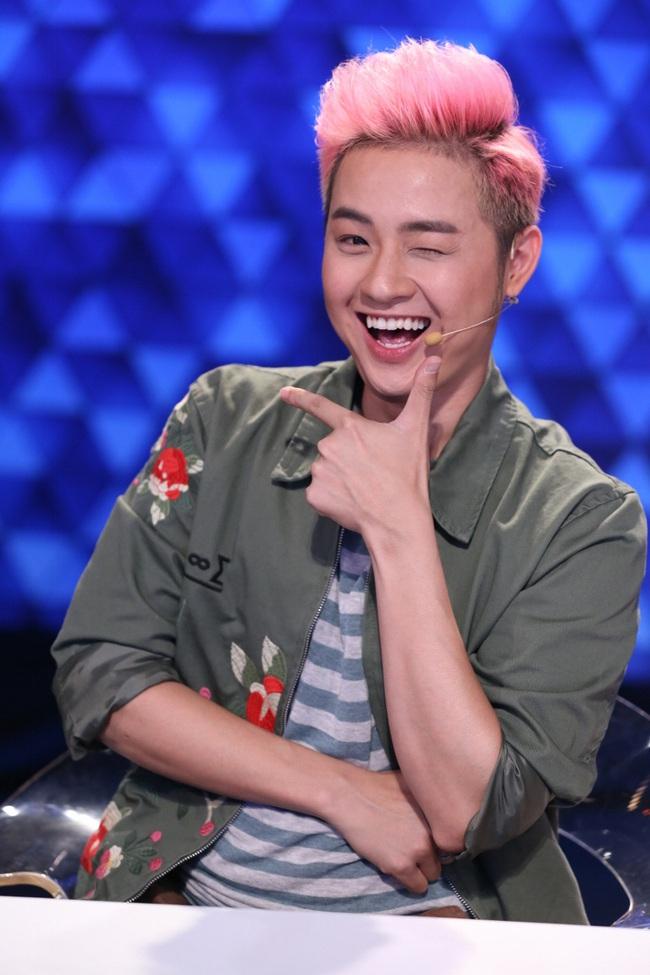Hòa Minzy hú hét, phát cuồng vì trai cơ bắp trên truyền hình - Ảnh 6.