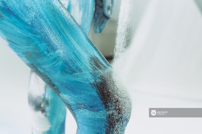 Hãy xem cách hoạ sĩ khuyết tật Lê Minh Châu vẽ body painting bằng miệng, bạn sẽ thấy không gì là không thể! - Ảnh 8.