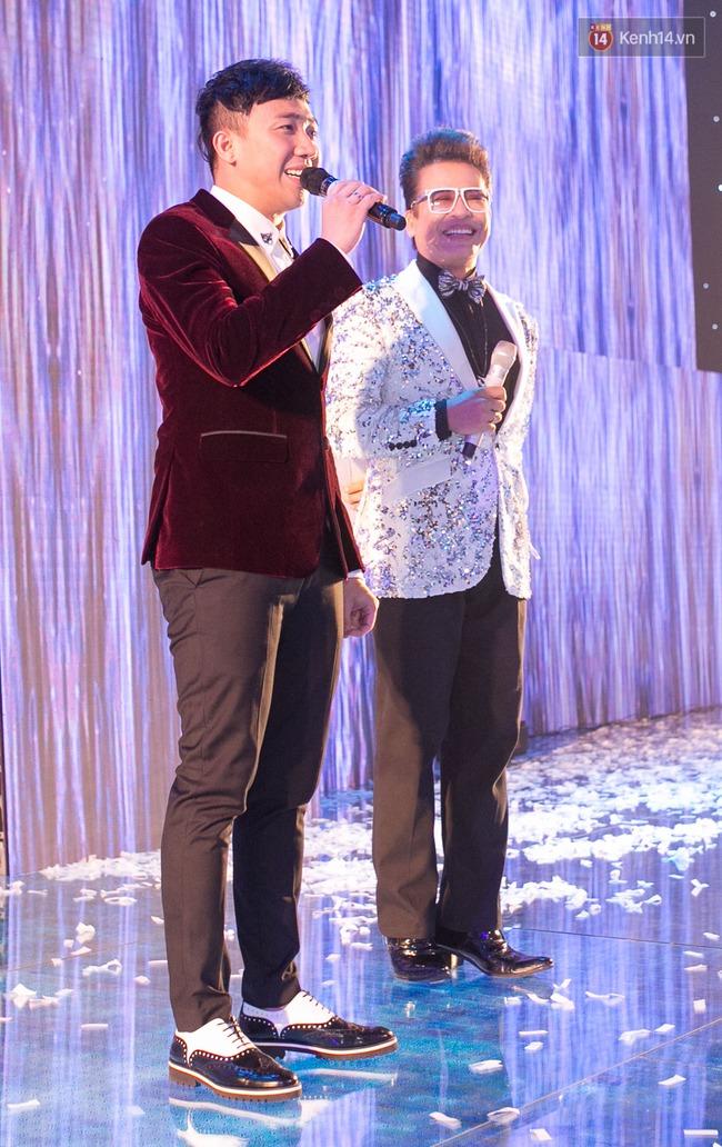 Hoài Linh, Trấn Thành cùng dàn sao Việt hào hứng tụ hội tại đám cưới khủng  - Ảnh 10.