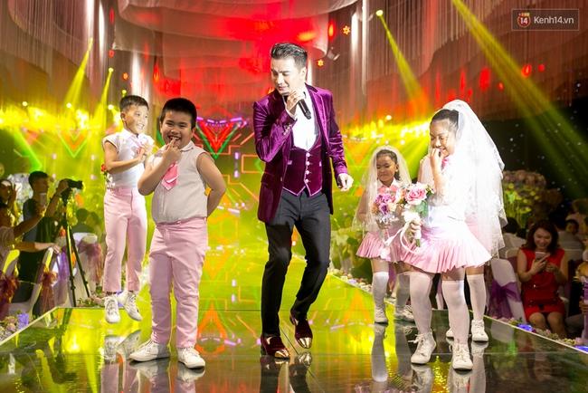 Hoài Linh, Trấn Thành cùng dàn sao Việt hào hứng tụ hội tại đám cưới khủng  - Ảnh 7.